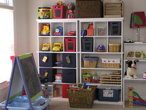 Living Room Shelves on 10 Tips For Tackling The Toy Monster   The Good Stuff Guide